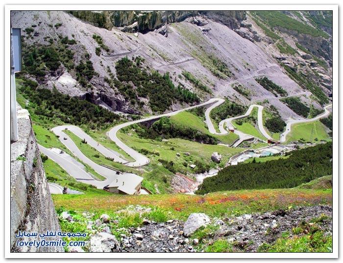 ممر Stelvio أعلى ممر جبلي معبد في جبال الألب في إيطاليا