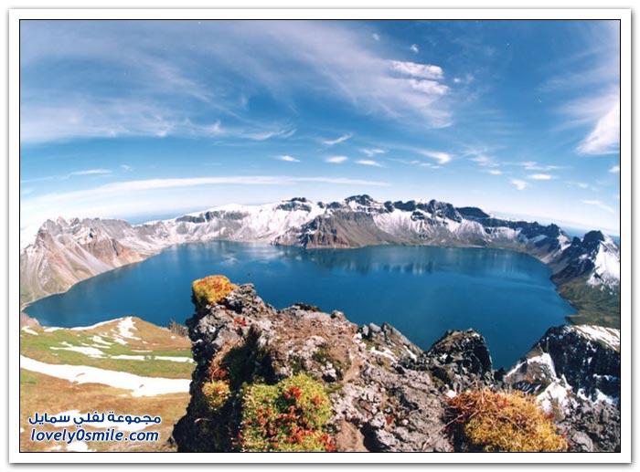 فوهات براكين تحولت لبحيرات