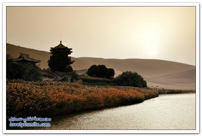 بحيرة الهلال فى غرب الصين