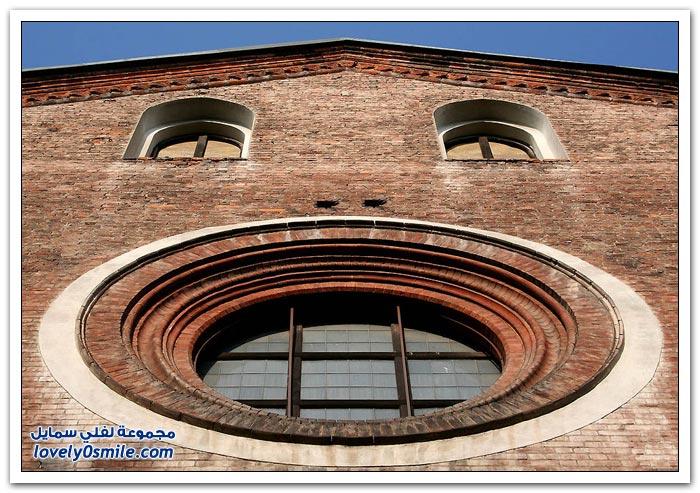 مباني بوجوه معبِّرة