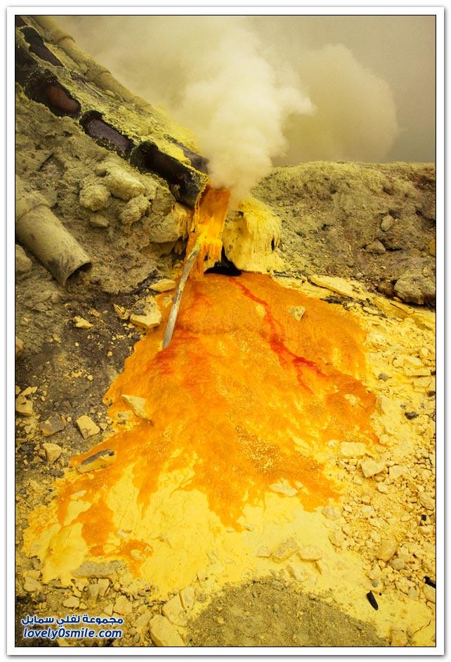 مجمع آيجن البركاني في شرق جزر جاوا في إندونيسيا