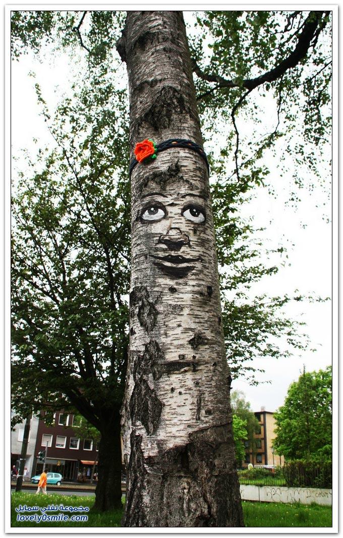 رسومات على جذوع الأشجار