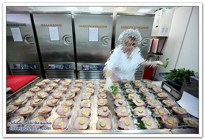كيفية إعداد الطعام لركاب الطائرات