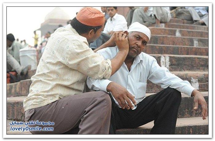 فقط في الهند رجل متخصص لتنظيف الأذن