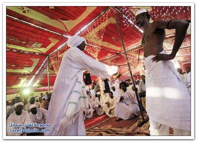 صور وفيديو: طقوس جلد الضيوف في الأعراس السودانية