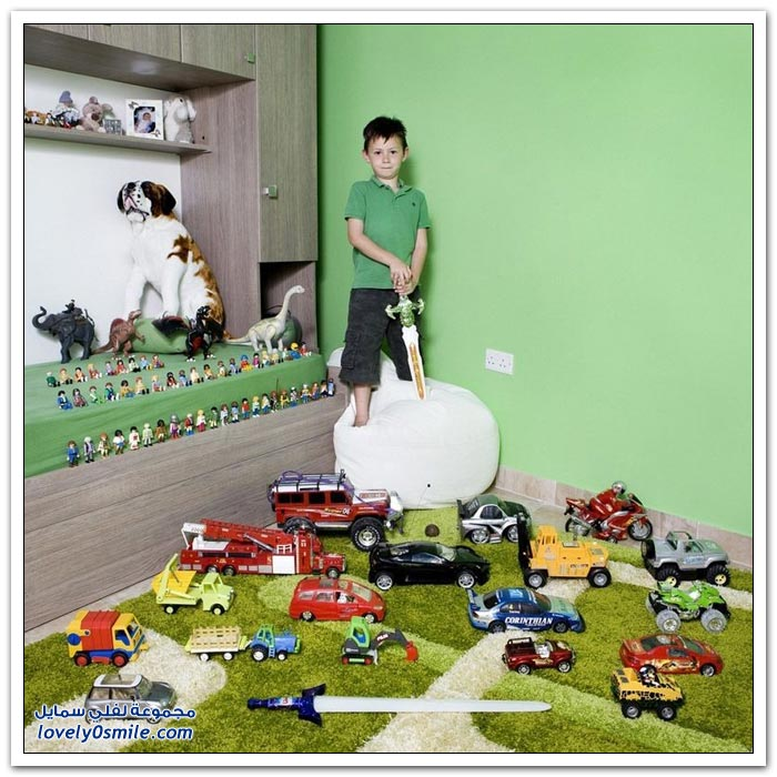 صور الأطفال حول العالم مع الألعاب المفضلة لديهم