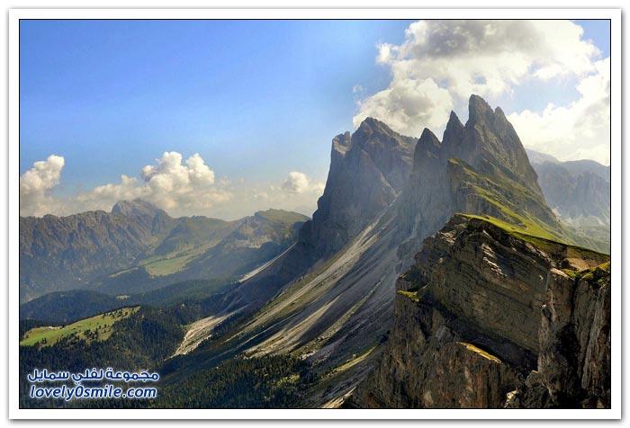 على حافة الهاوية مزرعة تقع على منحدر حاد في جبال الألب