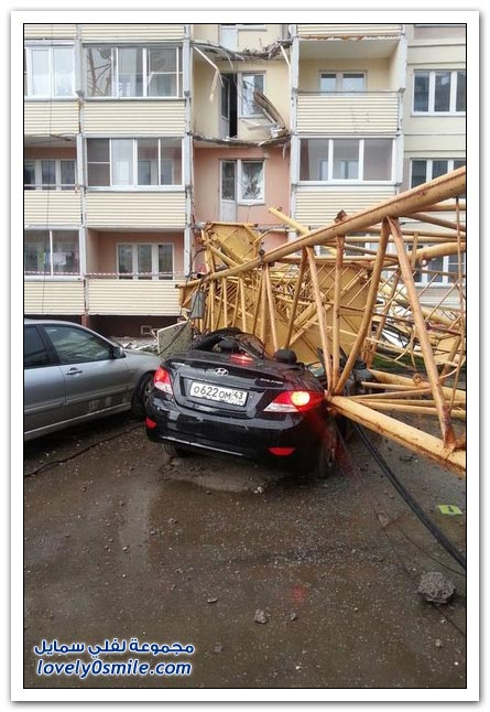 صور وفيديو: سقوط رافعة برج في روسيا