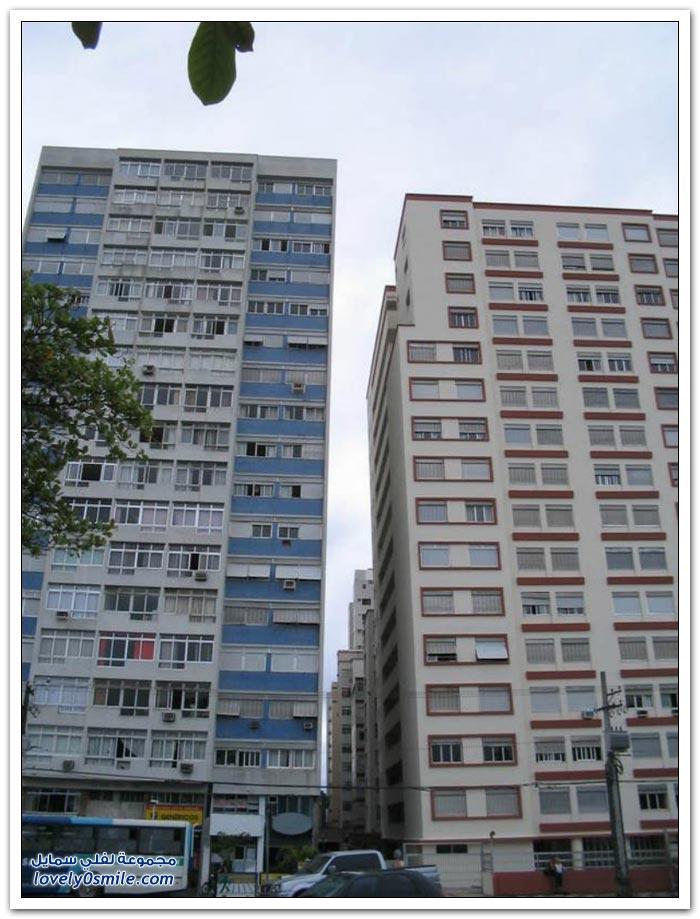 مَيَلاَن المباني على ساحل مدينة برازيلية بسبب التربة الطينية