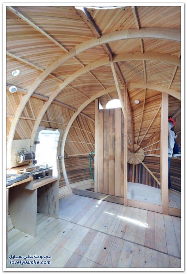 منزل عائم من الخشب