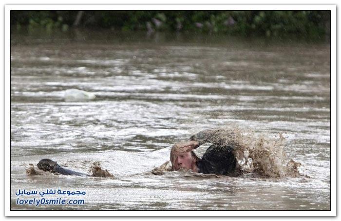 رجل وفي ينقذ قط معه أثناء الفيضانات في كندا
