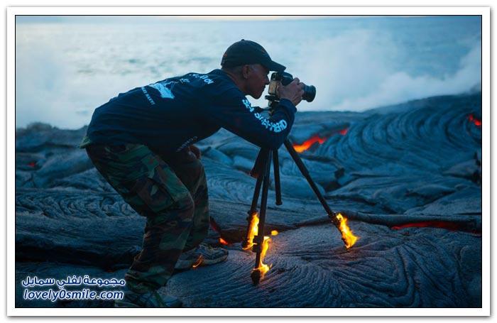 اشتعال النار في كامرة التصوير أثناء تصوير الحمم البركانية