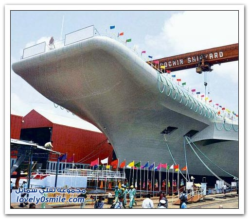 الهند تطلق أول حاملة طائرات من صنعها