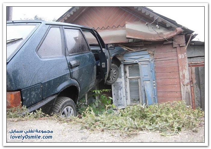 شكله ناوي يدخل البيت بالسيارة