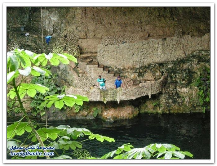 الفجوات الصخرية في شبه جزيرة يوكاتان في المكسيك