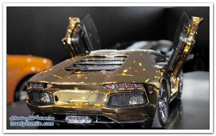 نموذج مصغر من الذهب للامبورجيني أفينتادور
