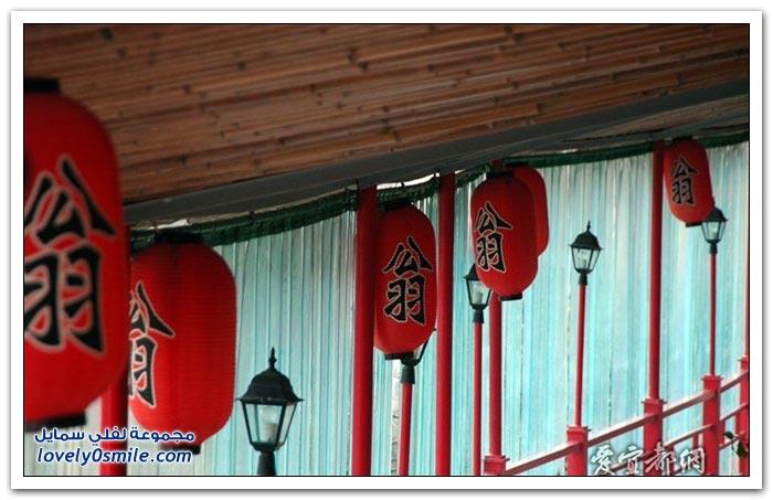 مطعم معلق على سفح جبل في الصين