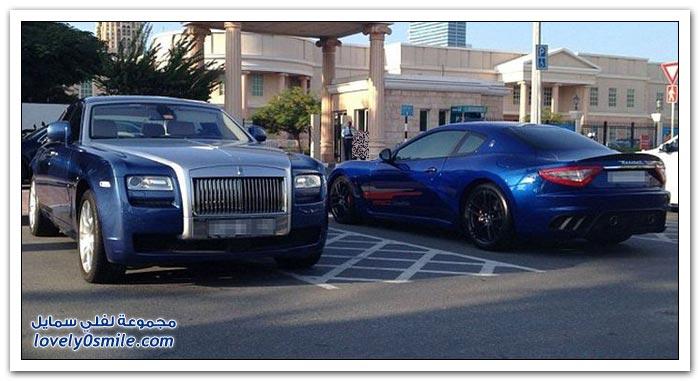 بعض سيارات الطلاب في الجامعة الأمريكية في دبي