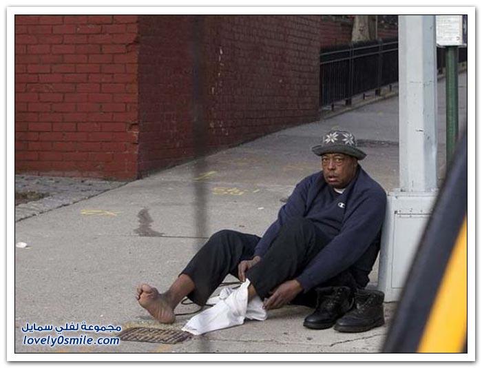 لفتة إنسانية رائعة من شرطي لرجل بلا مأوى