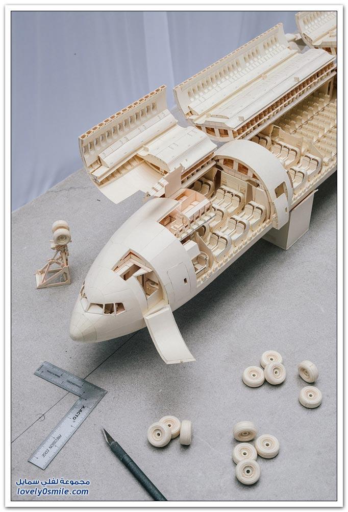 نموذج دقيق لطائرة بوينغ 777 من الورق
