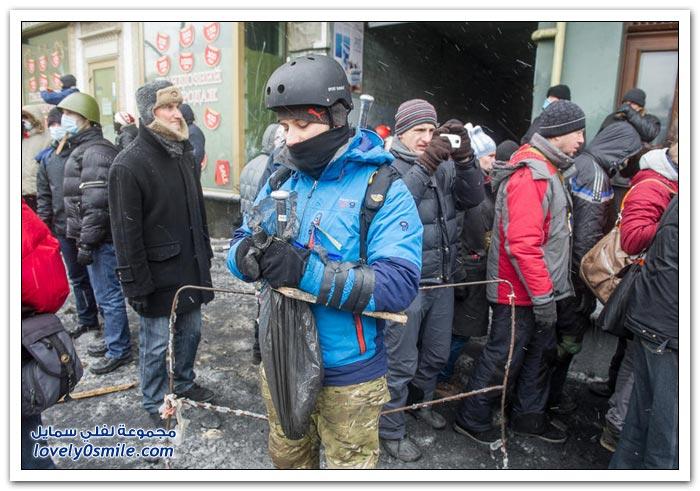 مواجهات وكأنها حرب بين المتظاهرين وقوات الأمن الأوكرانية