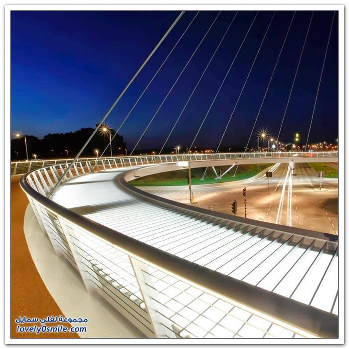 الجسر الدائري المعلق في ايندهوفن