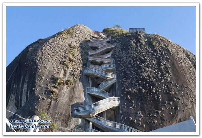 منزل فوق صخرة في Guatape في كولومبيا