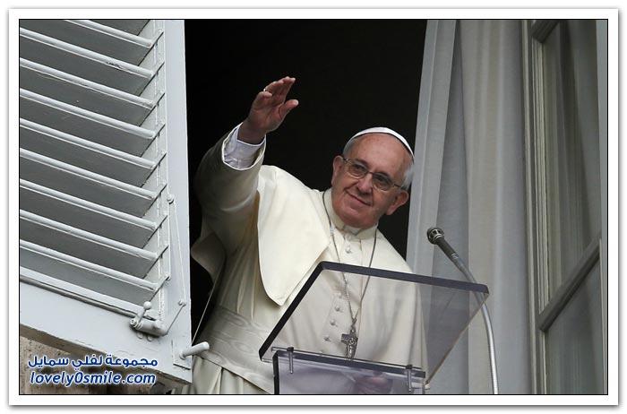 غراب يفترس حمامة أطلقها بابا الفاتيكان