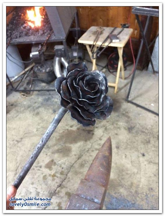 صناعة وردة من الحديد