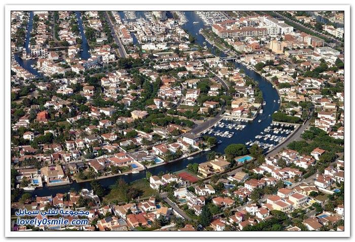 صور من امبوريا برافا في أسبانيا, شبيهة لمدينة فينيتسيا الإيطالية