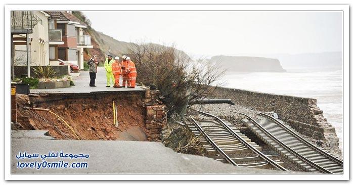 أمواج البحر تهدم المنازل والسكة الحديدية على سواحل المملكة المتحدة