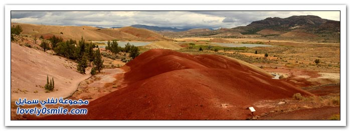 التلال المطلية بالألوان الخلابة في الحديقة الوطنية بولاية أوريغون