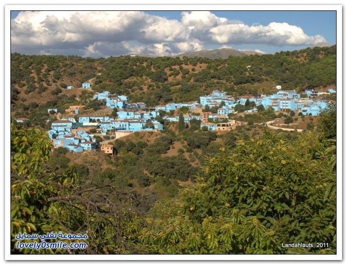القرية الأسبانية ذات المنازل الزرقاء