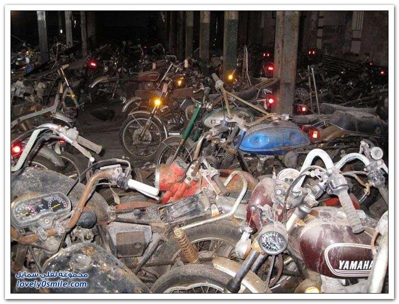 مستودع مهجور لمخلفات الدراجات النارية