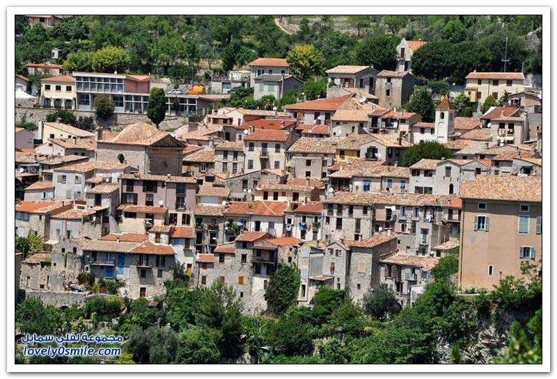 من أجمل المناظر الطبيعية لقرية في تلال الريفييرا الفرنسية