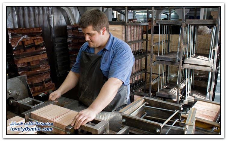 مصنع لصناعة الأقلام الخشبية في سيبيريا