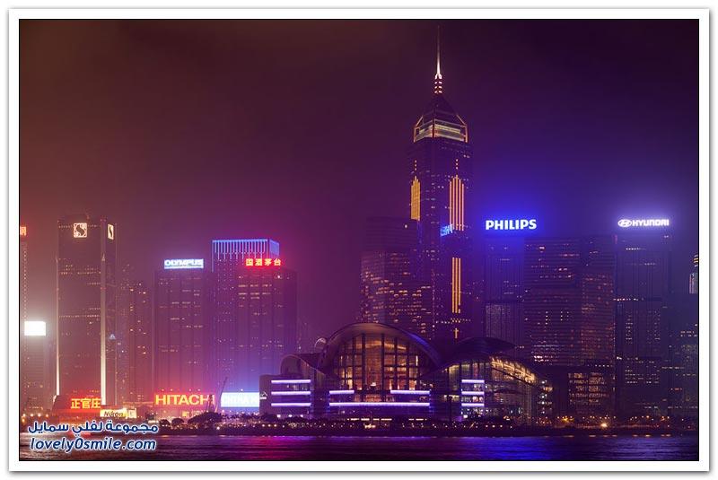 شوارع هونج كونج ليلاً