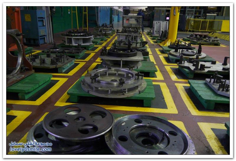 مصنع جرارات في روسيا