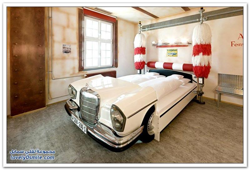 فندق V8-HOTEL الألماني يستضيف زواره في سيارات على شكل أَسِّرة للنوم