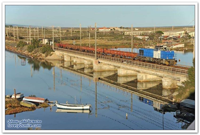 القطارات التي تمر بالأنهار والبحيرات حول العالم