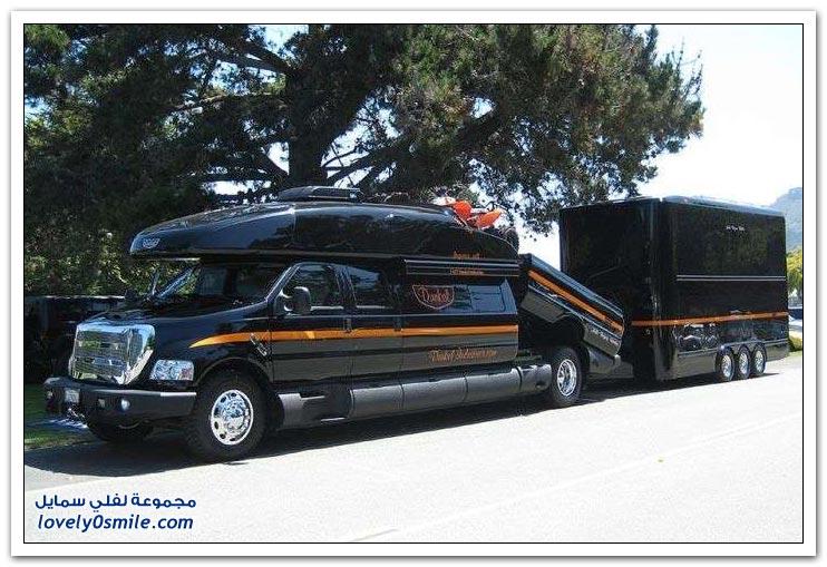 سيارة دفع رباعي مخصصة للرحلات بقيمة خمسمائة ألف دولار