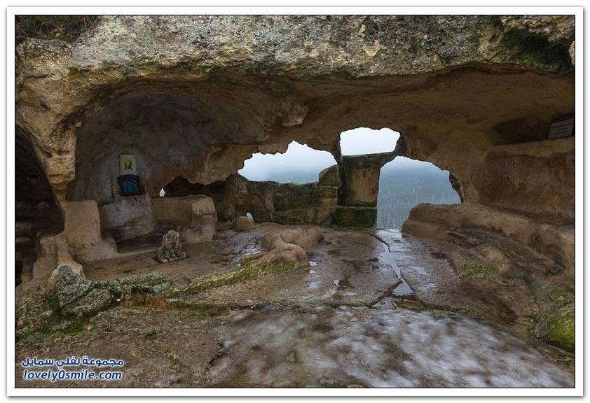إسكي مدينة الكهوف القديمة في شبه جزيرة القرم