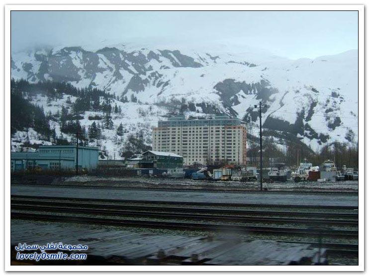 سكان قرية يعيشون تحت سقف واحد في ألاسكا