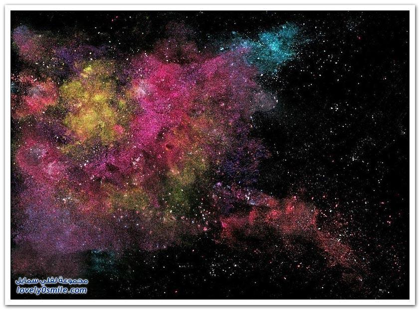 فنان يشكّل الفضاء بالزنجبيل والبهارات