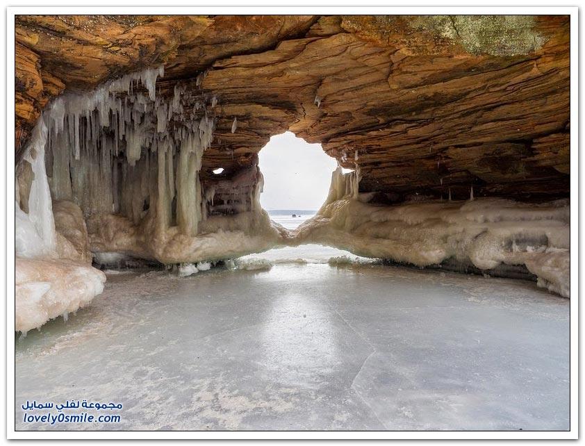 التكوينات الجليدية المذهلة على بحيرة سوبيريور
