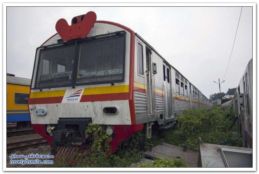 الملاذ الأخير لعربات القطارات في إندونيسيا