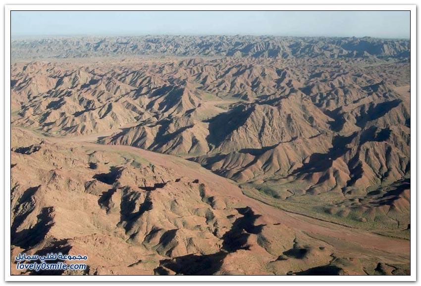 البحيرات الغامضة في صحراء بادان جاران