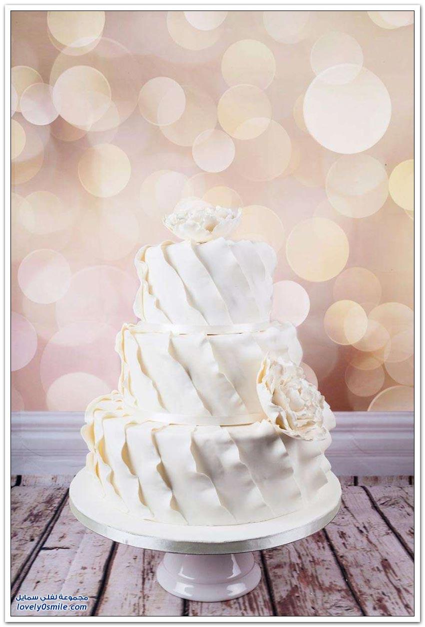 كيك زفاف رائع مُزين بالورد