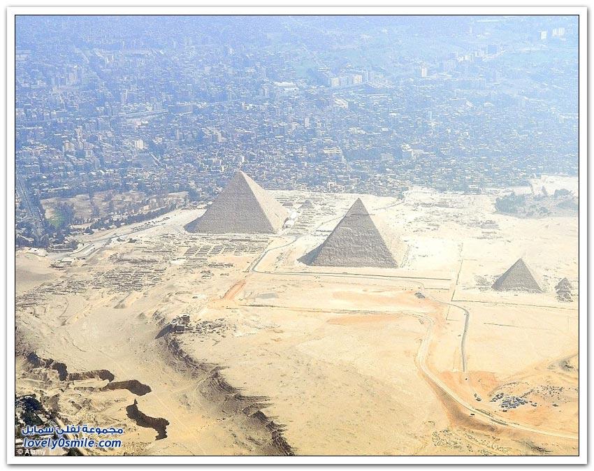 أبرز المعالم السياحية في العالم من الخلف