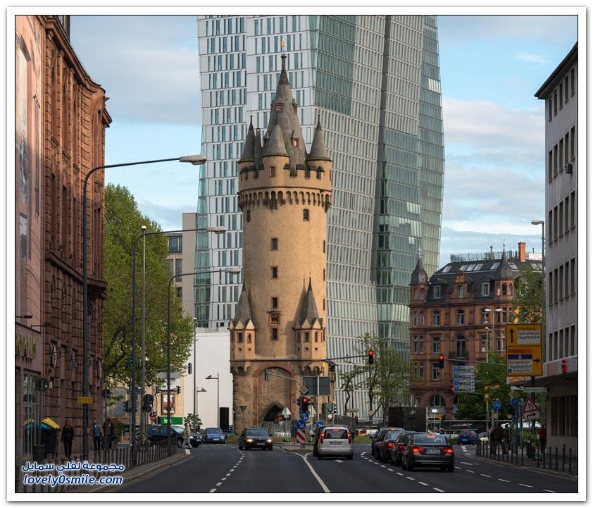 إشنهيمر تورم برج من القرون الوسطى يزين وسط مدينة فرانكفورت